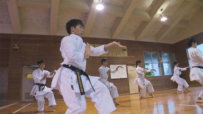 コザ高校空手部01
